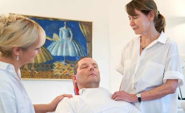 Der Dämmerschlaf ist eine besonders schonende Form der Anästhesie. Sie möchten Ihre Behandlung am liebsten verschlafen? Dann fragen Sie Ihren Zahnarzt in Bad Honnef nach dieser Anästhesiemöglichkeit.