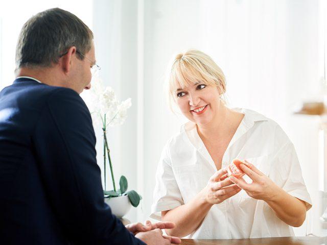 Zuhören, vestehen und einfach für den anderen da sein — das macht einen guten Mediziner aus . Der Zahnarzt für Angstpatienten muss noch viel mehr leisten: Seine Aufgabe ist es, so schmerzfrei und gewebeschonend wie möglich zu behandeln, damit die Angst keine Chance mehr hat.