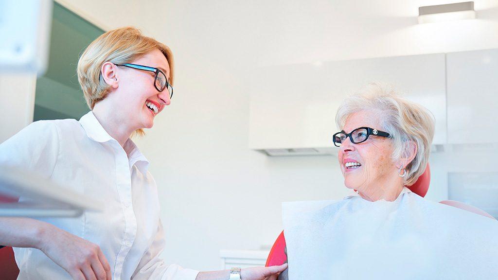 Zahnprothesen Reinigung für optimale Mundhygiene