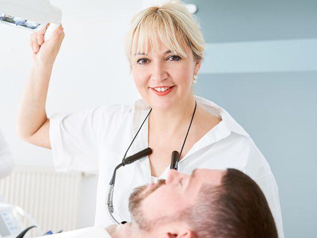 Zahnärzte für Implantologie (Implantologen) kennen die komplexen anatomischen Strukturen des Kiefers.